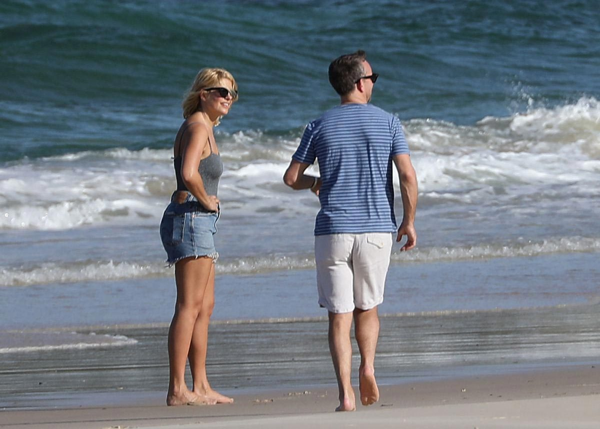 Holly Willoughby at Cabarita Beach in Australia 2018/11/28 1