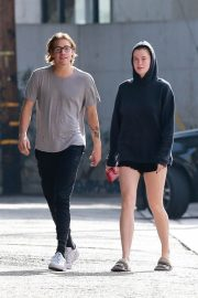 Ireland Baldwin and Noah Schweizer Out for Lunch in Los Angeles 2018/11/17 1