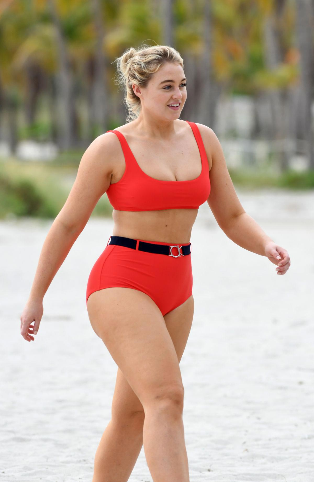 Iskra Lawrence Bikini Nude Photos 85