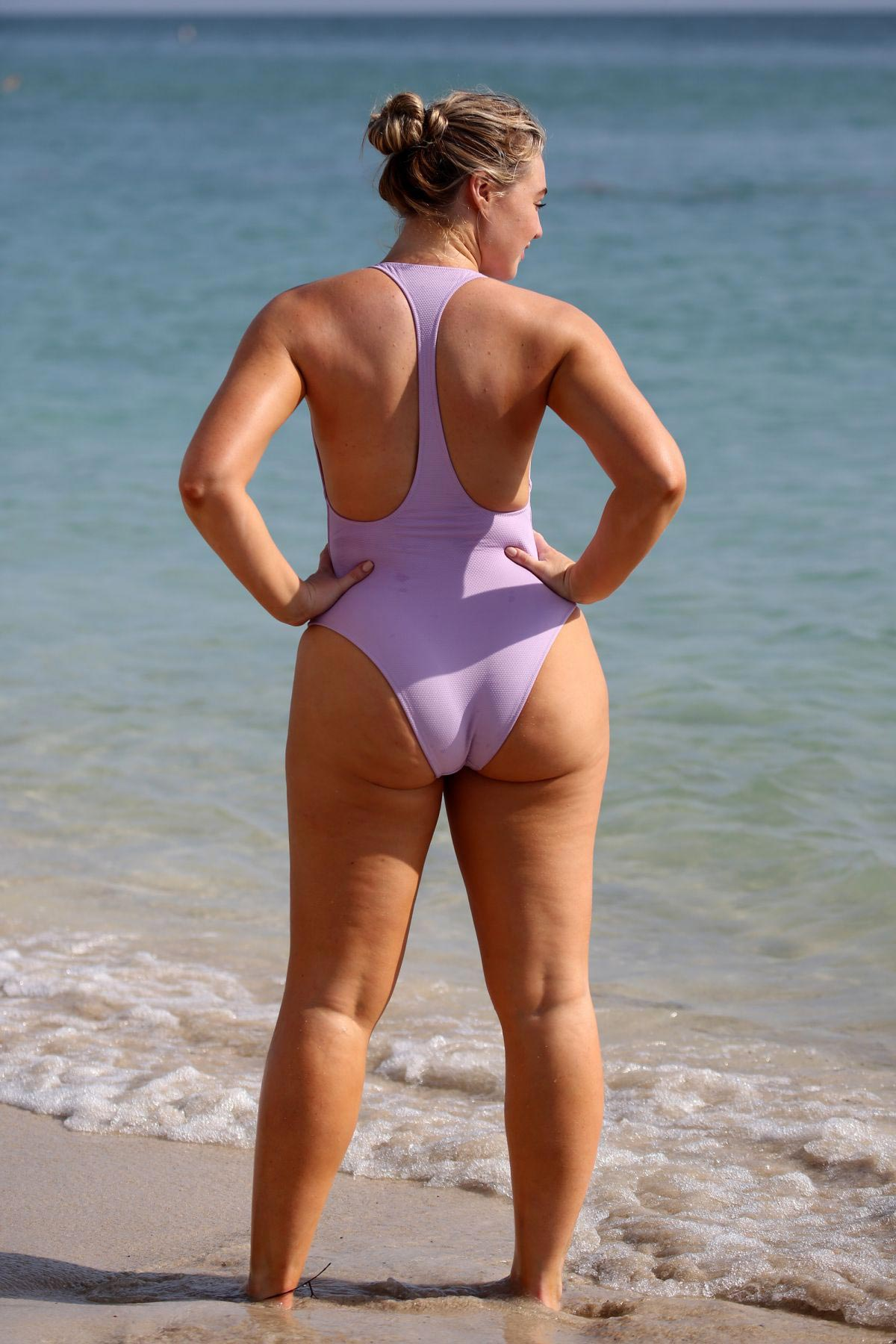 Iskra Lawrence wears Light Purple Swimsuit for Aerie Photoshoot at a Beach in Miami 2018/11/26 1