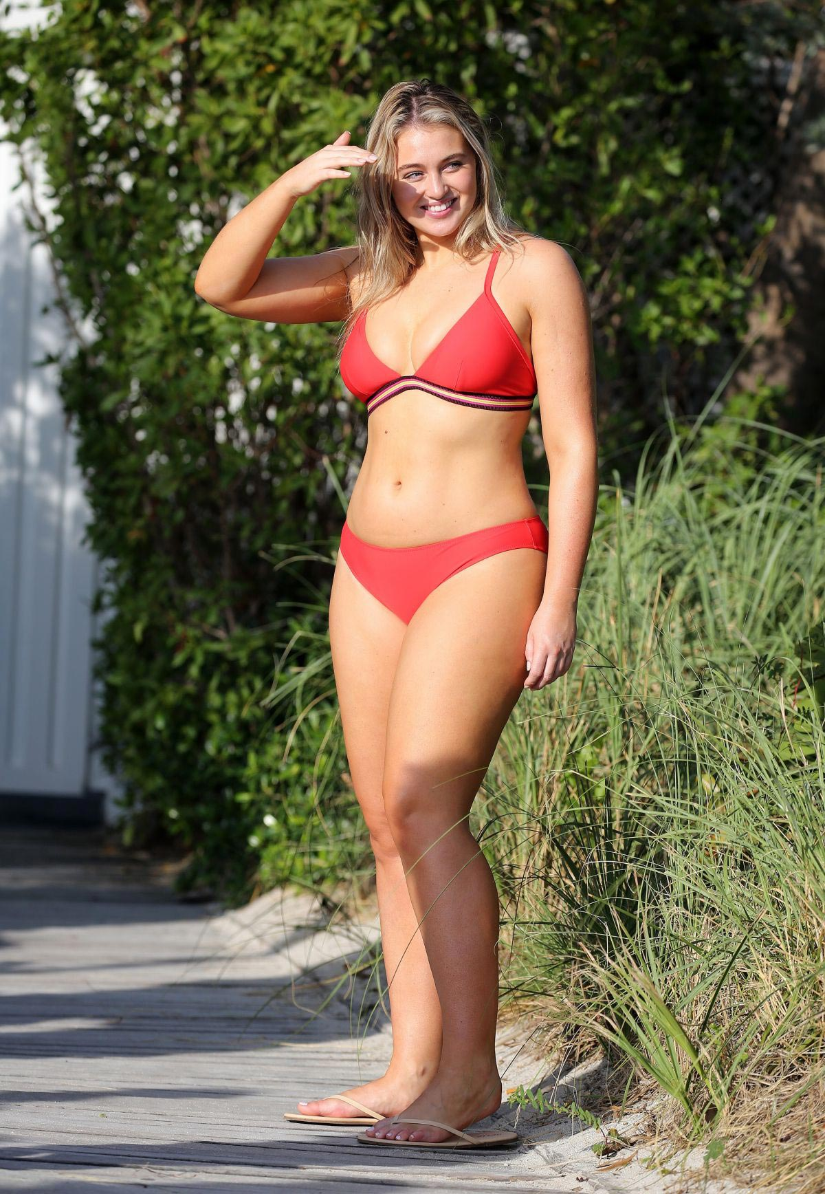 Iskra Lawrence wears Red Bikini for Aerie Photoshoot at a Beach in Miami 2018/11/26 1