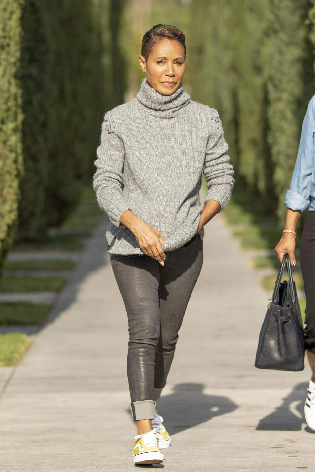 Jada Pinkett Smith Out and About in Calabasas 2018/11/19 1