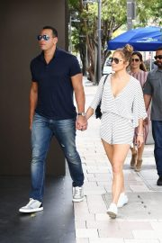 Jennifer Lopez and Alex Rodriguez Out in Miami 2018/11/02 5