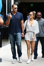 Jennifer Lopez and Alex Rodriguez Out in Miami 2018/11/02 6