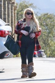Jessica Simpson Out Shopping in Calabasas 2018/11/26 3
