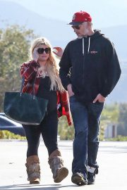 Jessica Simpson Out Shopping in Calabasas 2018/11/26 8