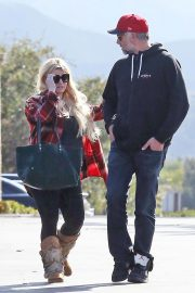 Jessica Simpson Out Shopping in Calabasas 2018/11/26 9