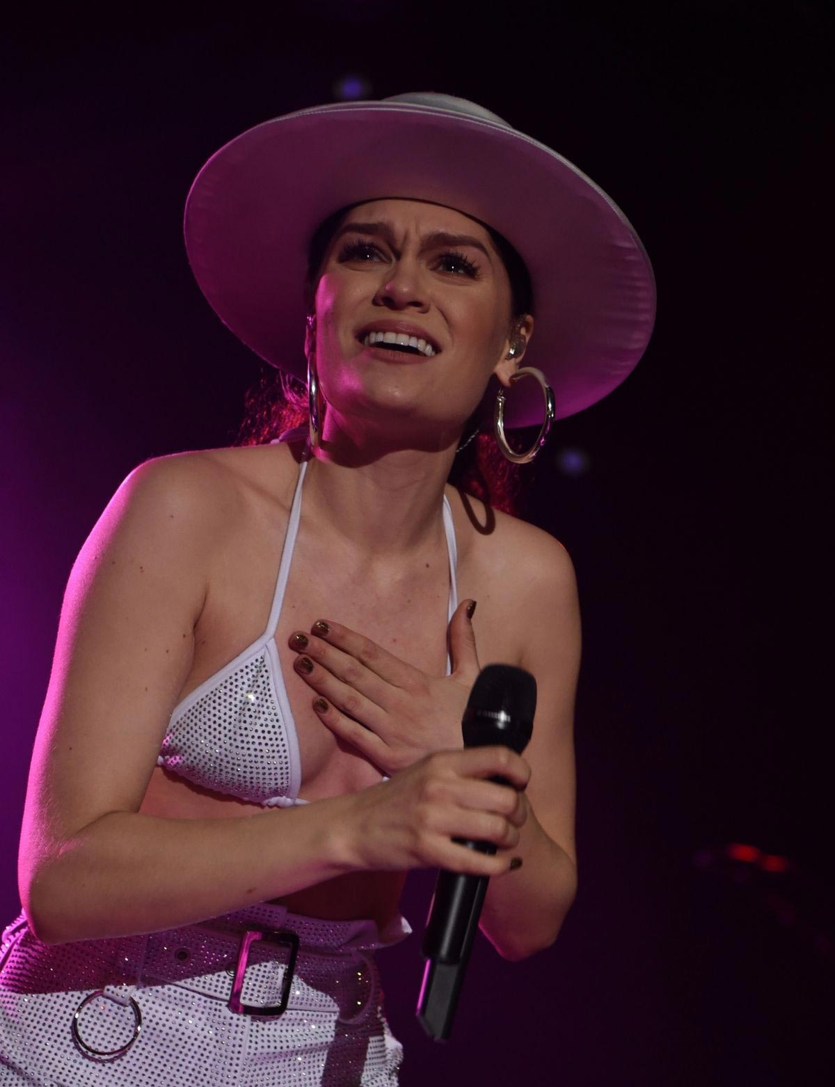 Jessie J Performs at 02 Academy in Manchester 2018/11/16 1