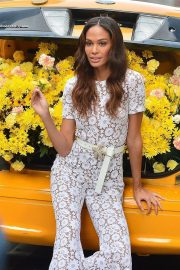 Joan Smalls on the Set of a Photoshoot in New York 2018/11/20 2