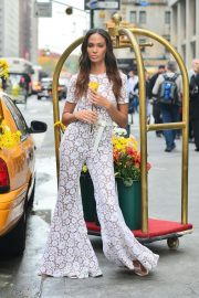 Joan Smalls on the Set of a Photoshoot in New York 2018/11/20 5