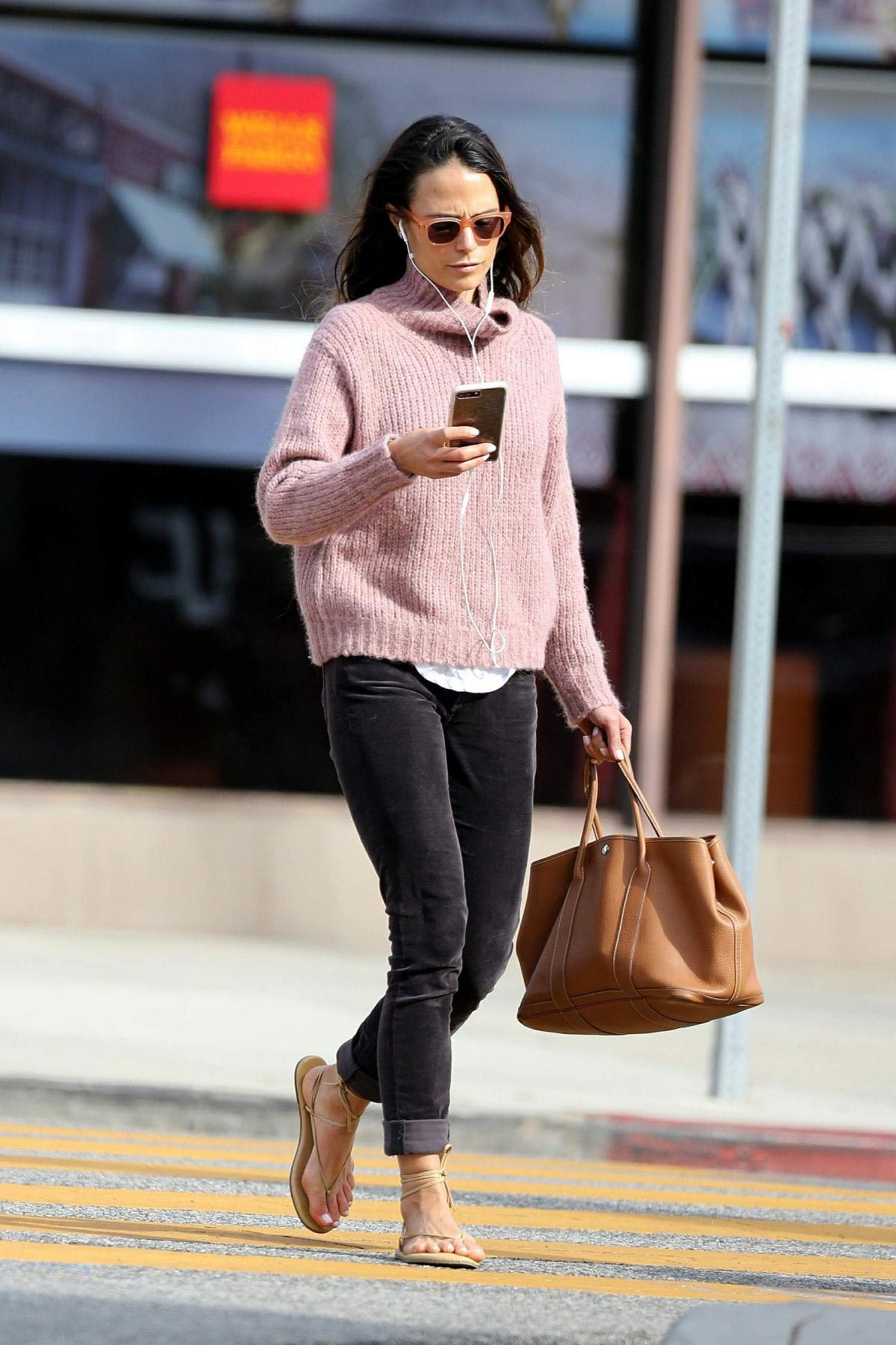 Jordana Brewster Out in Los Angeles 2018/11/27 1