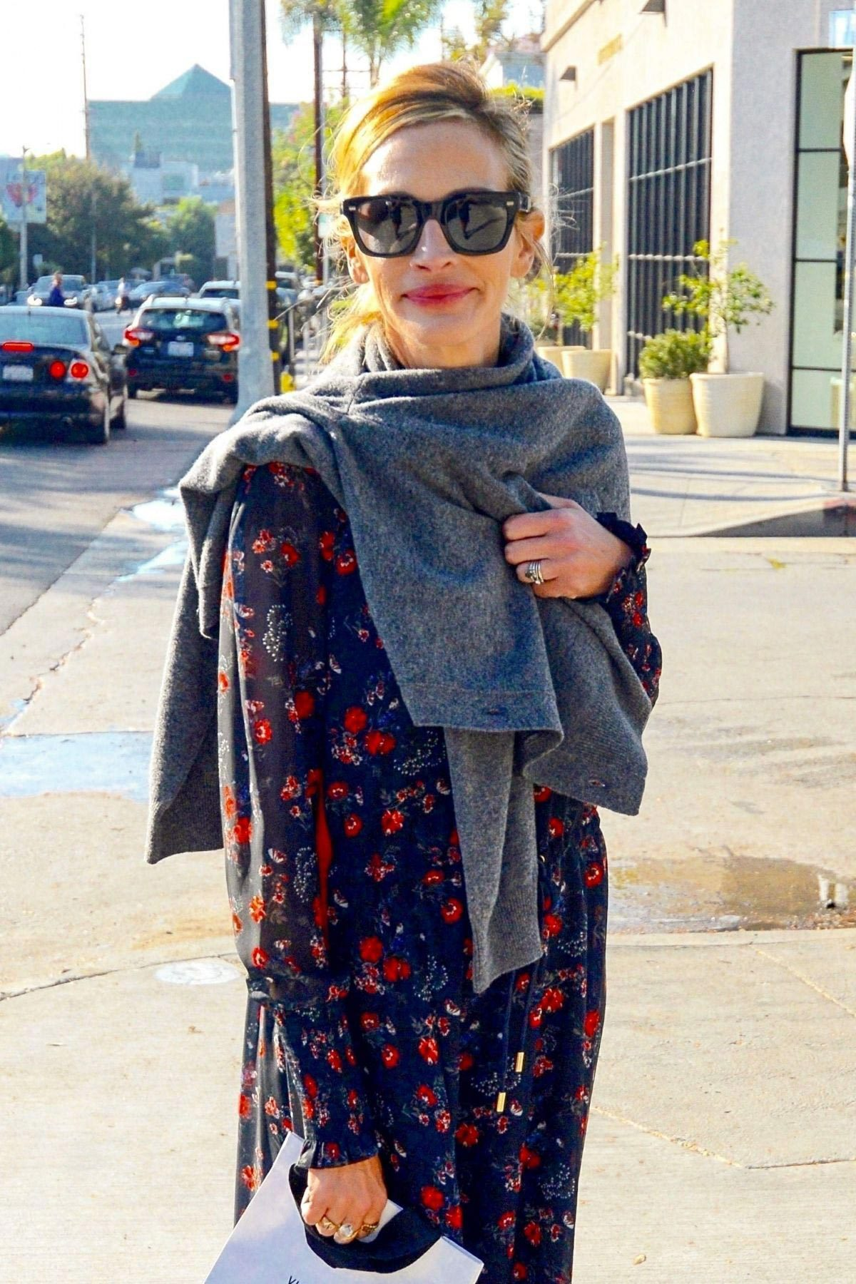 Julia Roberts Out Shopping on Melrose Place in Los Angeles 2018/11/24 1