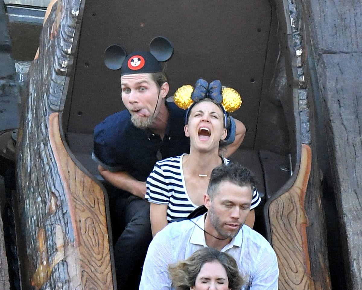 Kaley Cuoco at Disneyland in Anaheim 2018/11/25 1
