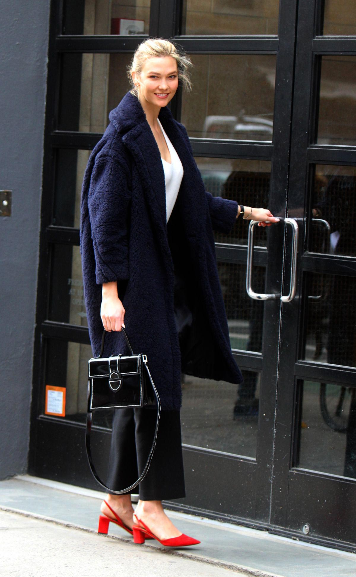 Karlie Kloss Out in New York 2018/11/28 1