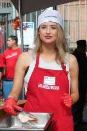 Kassandra Clementi at Los Angeles Mission Thanksgiving Event 2018/11/21 4