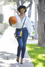 Kat Graham Gets a Pumpkin in Los Angeles 2018/10/29 1