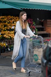 Katherine Schwarzenegger Shopping at Whole Foods in Brentwood 2018/11/25 3
