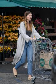 Katherine Schwarzenegger Shopping at Whole Foods in Brentwood 2018/11/25 10