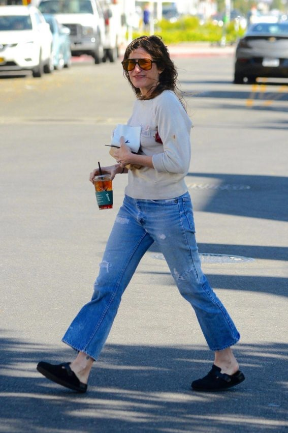 Kathryn Hahn Out for Coffee in Hollywood 2018/11/17 1
