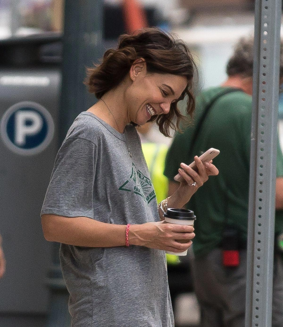 Katie Holmes on the Set of The Secret in New Orleans 2018/10/31 1