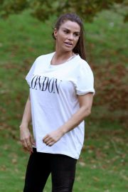 Katie Price Trains Her Dog at a Park in Brighton 2018/11/25 7