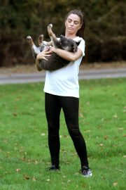 Katie Price Trains Her Dog at a Park in Brighton 2018/11/25 8