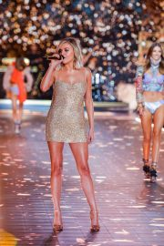 Kelsea Ballerini Performs at 2018 VS Fashion Show in New York 2018/11/08 1