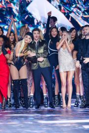 Kelsea Ballerini Performs at 2018 VS Fashion Show in New York 2018/11/08 4