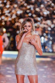 Kelsea Ballerini Performs at 2018 VS Fashion Show in New York 2018/11/08 9
