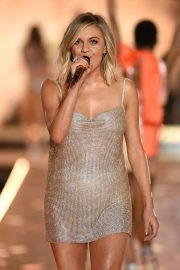Kelsea Ballerini Performs at 2018 VS Fashion Show in New York 2018/11/08 10