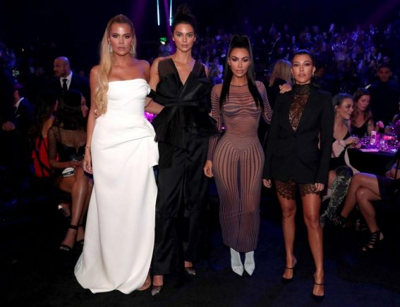 Kendall Jenner and Khloe, Kourtney and Kim Kardashian at People's Choice Awards 2018 in Santa Monica 2018/11/11 1