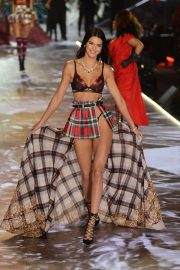 Kendall Jenner at Victoria's Secret 2018 Show in New York 2018/11/08 5
