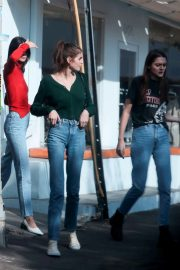Kendall Jenner, Kaia Gerber and Charlotte Lawrence Out in West Hollywood 2018/11/18 6