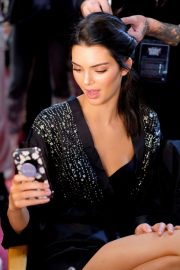 Kendall Jenner on the Backstage of Victoria's Secret Fashion Show in New York 2018/11/08 4