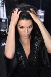 Kendall Jenner on the Backstage of Victoria's Secret Fashion Show in New York 2018/11/08 8