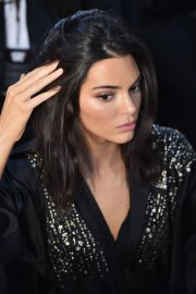 Kendall Jenner on the Backstage of Victoria's Secret Fashion Show in New York 2018/11/08 9