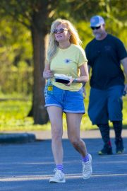 Kirsten Dunst on the Set of On Becoming a God in Central Florida in Louisiana 2018/11/27 6