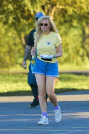 Kirsten Dunst on the Set of On Becoming a God in Central Florida in Louisiana 2018/11/27 10
