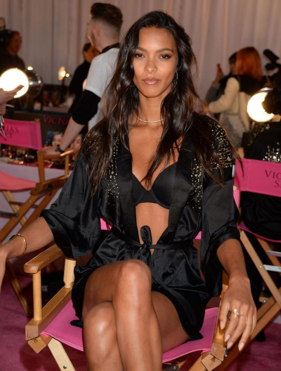 Lais Ribeiro on the Backstage of Victoria's Secret Fashion Show in New York 2018/11/08 1