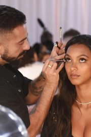 Lais Ribeiro on the Backstage of Victoria's Secret Fashion Show in New York 2018/11/08 3