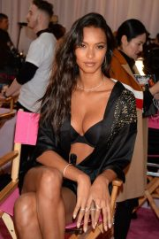 Lais Ribeiro on the Backstage of Victoria's Secret Fashion Show in New York 2018/11/08 5