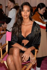 Lais Ribeiro on the Backstage of Victoria's Secret Fashion Show in New York 2018/11/08 6