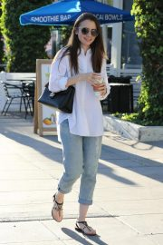 Lily Collins at a Nail Salon in Los Angeles 2018/11/26 2