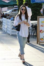Lily Collins at a Nail Salon in Los Angeles 2018/11/26 7