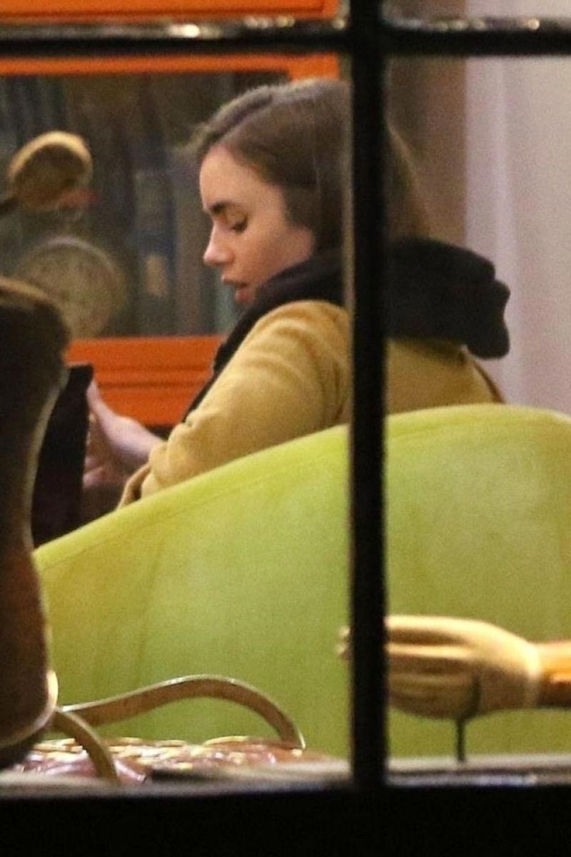 Lily Collins at Local Coffee Shop in Los Angeles 2018/11/16 1