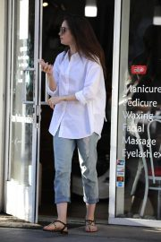 Lily Collins Leaves a Nail Salon in Los Angeles 2018/11/26 1
