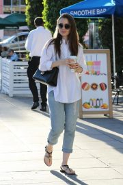 Lily Collins Leaves a Nail Salon in Los Angeles 2018/11/26 7