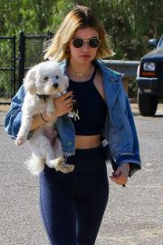 Lucy Hale at a Dog Park in Los Angeles 2018/11/20 1