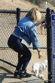 Lucy Hale at a Dog Park in Los Angeles 2018/11/20 2