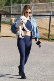 Lucy Hale at a Dog Park in Los Angeles 2018/11/20 4